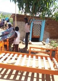 Een nieuw huis, een nieuwe vloer, een nieuw bed. Crisis hulp Makutano, Kenya, Circle4life