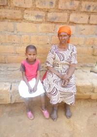 Teresia (5) en haar overgrootmoeder, Circle4life Kenya, family empowerment, education, sponsordiner, Maggie Blue