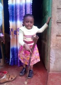 Akoth (6), twee keer per week fysiotherapie aan huis, operatie in het vooruitzicht, Kijabe, Circle4life Kenya, medical aid