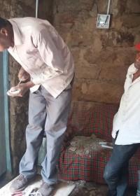 monteren lichtschakelaars en stopcontacten...  afronding van het bouwproject voor Mundia, Mithini, Circle4life Kenya
