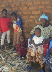 Oma Franciscah, alleenstaande oma van 7 kleinkinderen, Kitambaasye, familiy empowerment