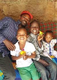 John en zijn vier prachtige kinderen, family empowerment, widower, education, medical aid, Circle4life Kenya