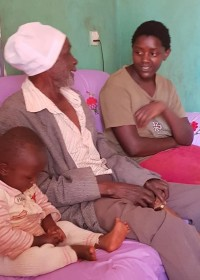 Vader, dochter Mary en kleindochter Beckie, family empowerment, Gatanga, Kenya, CIrcle4life