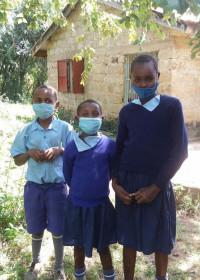 Een paar van onze kinderen uit Uamani klaar voor school, onderwijs, Circle4life Kenia
