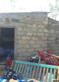 Het huis is bijna af, nu nog bedden en de oude spullen naar binnen, family empowerment, Circle4life, Kenya, Kamunyu