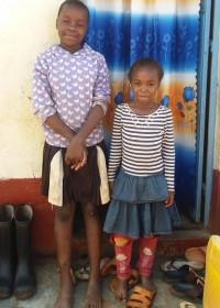 De tien en zevenjarige zusjes gaan bij hun tante Marggie wonen, Donyo Sabuk, Kenya, Circle4life, family empowerment, onderwijs