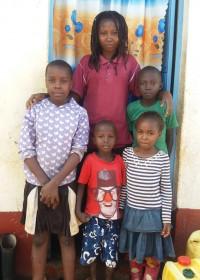 De zusjes met tante Marggie en hun twee neefjes, Donyo Sabuk, Kenya, Circle4life, family empowerment, education