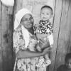 Baby Magda met haar oma, te klein voor de grote zorgen, voedselsupport, babyvoeding, water en zeep, Circle4life Kenia