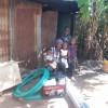 Mundia en zijn kinderen met de nieuwe waterpomp, Circle4life Kenia, family empowerment