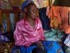 Agnes, oma van Ndunge en Wanza, zorgt alleen voor de meisjes, Donyo, Kenya
