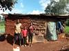Alice, Boniface and Densiel voor hun huis in Kamunyu, family empowerment, education, Circle4life Kenya